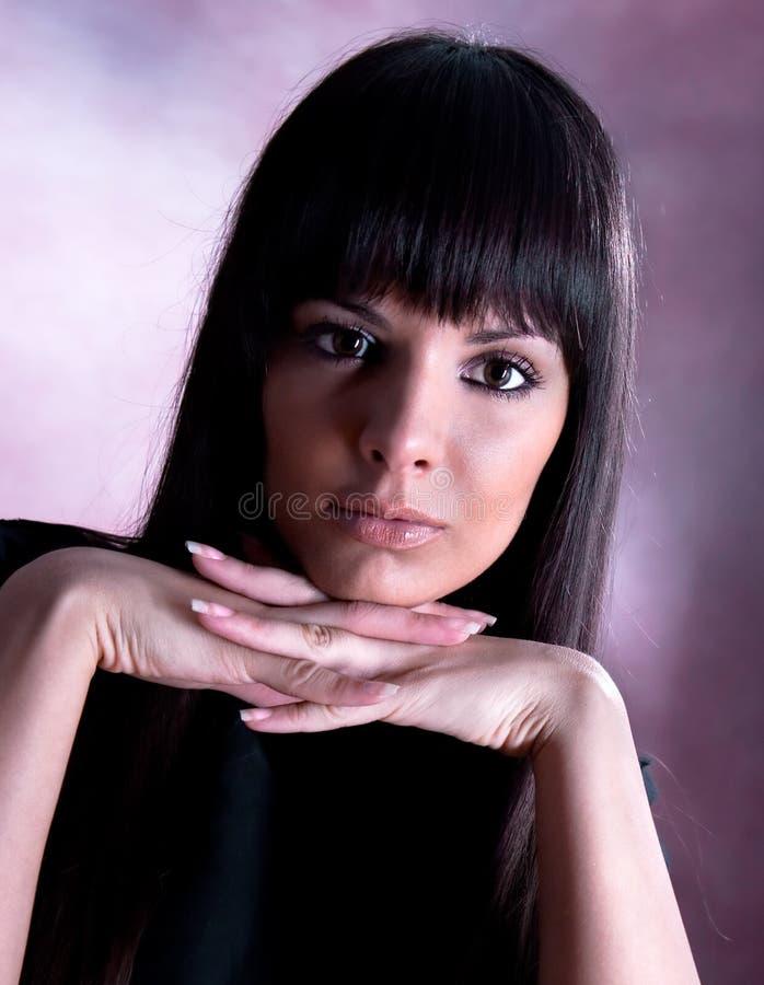 Nahaufnahmeportrait einer schönen Frau lizenzfreies stockbild