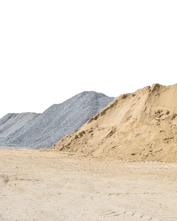 Nahaufnahmesandhaufen und -stein für Bauarbeit mit dem Boden lokalisiert auf weißem Hintergrund mit Beschneidungspfad stockfoto
