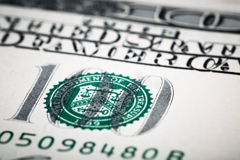 Nahaufnahmeschüsse in der Makrolinse einige hundert Dollar Banknote stockfoto