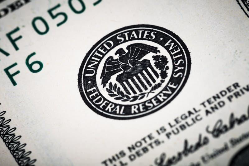 Nahaufnahmeschüsse in der Makrolinse von hundert Dollar Banknote stockbild