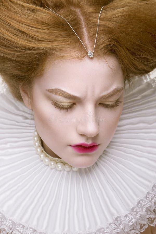 Nahaufnahmestudioporträt von schönem des Ingwermädchens stockfoto