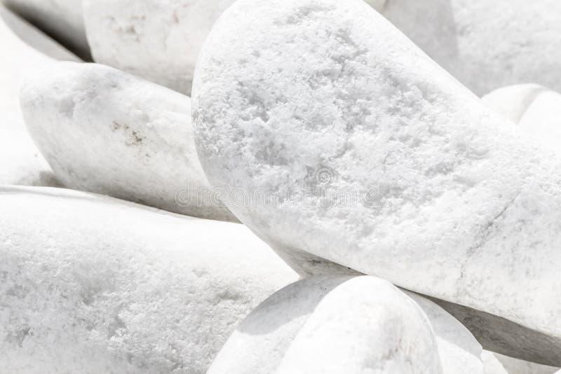 Nahaufnahmeweißer großer Steinstapelhintergrund Natürliches dekoratives umweltsmäßigmaterial lizenzfreies stockfoto