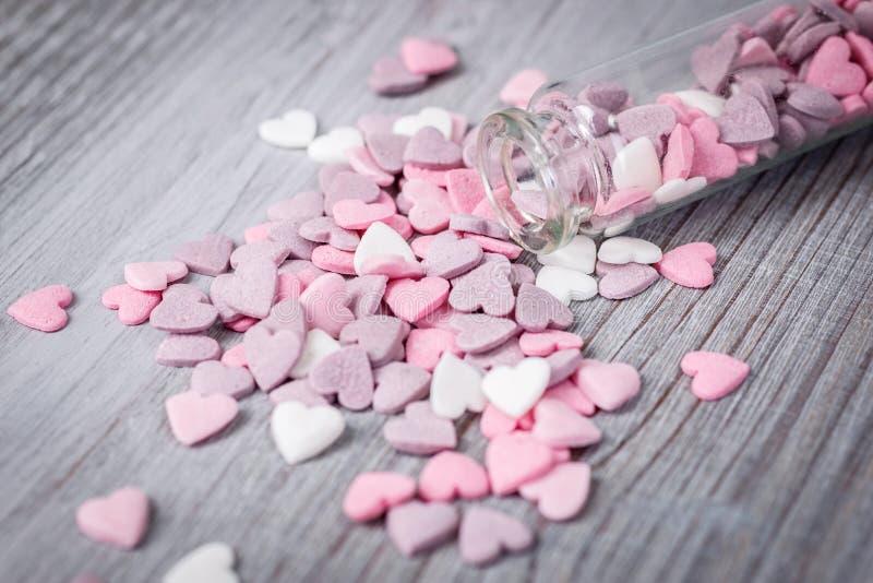 Nahe Ansicht von Zuckersüßigkeitsherzen lizenzfreies stockbild