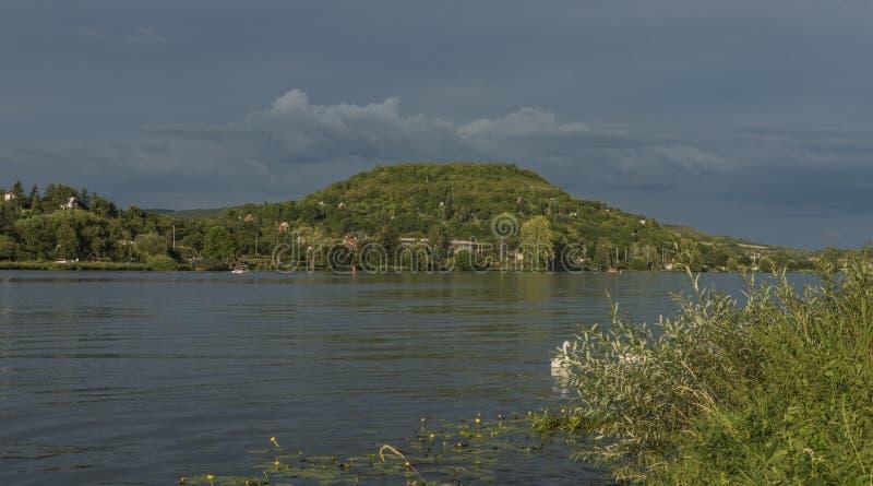 Nahe Fluss Labe vor Sturm in Nord-Böhmen stockfoto