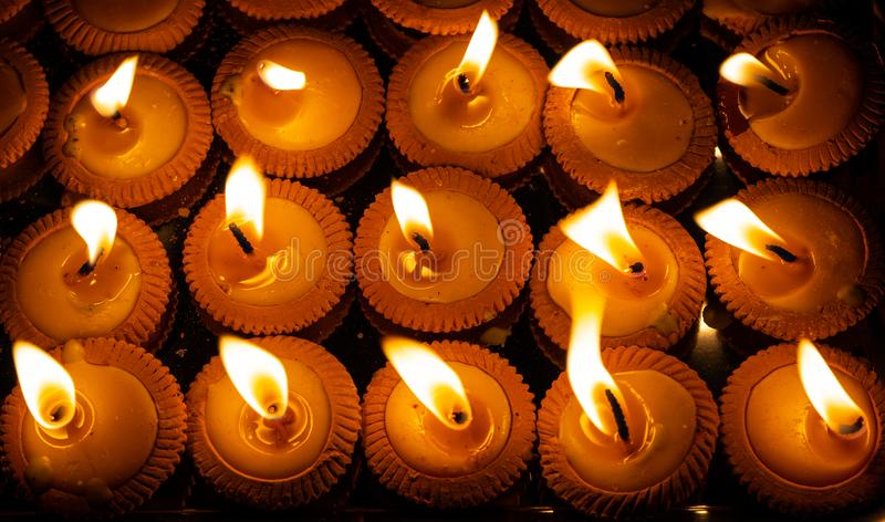 Naher hoher Schuss von thailändischen angeredeten Kerzen nannte Pangpratis, oder Pangpratheep wurden und während Loy Krathong- od lizenzfreies stockbild