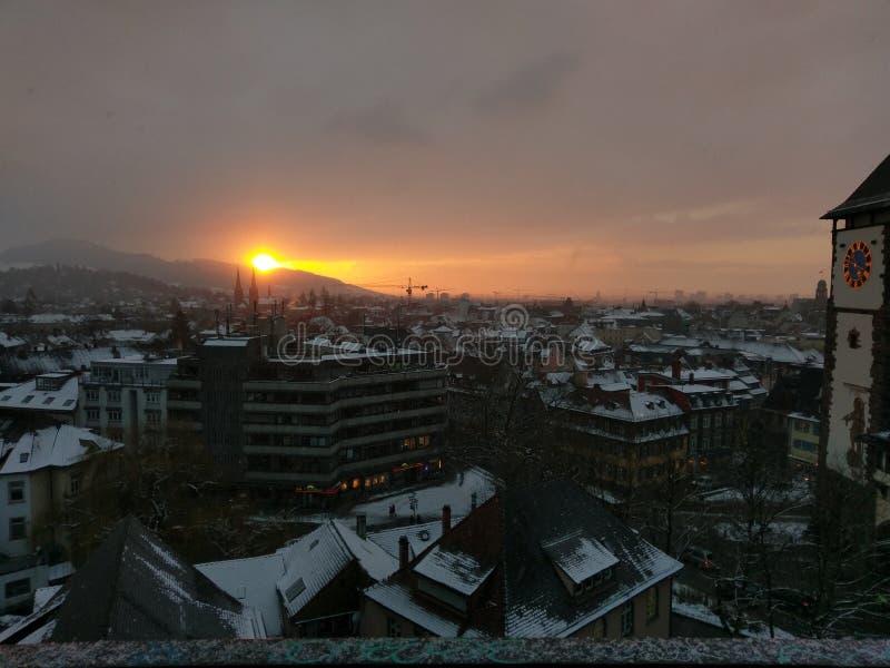 Naher Sonnenuntergang lizenzfreies stockfoto