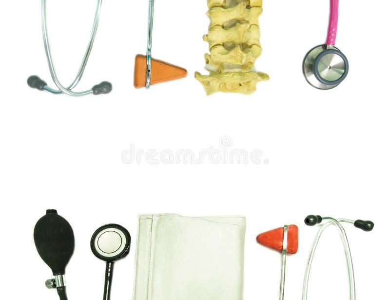 Nahes hohes automatischen und des Dorns Modell des Stethoskops, auf weißem Hintergrund lizenzfreie abbildung