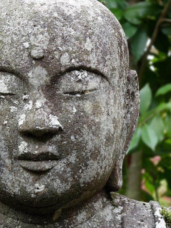 Nahes hohes Bild der sch?nen Buddha-Statue im Eikando-Tempel in Kyoto lizenzfreies stockbild