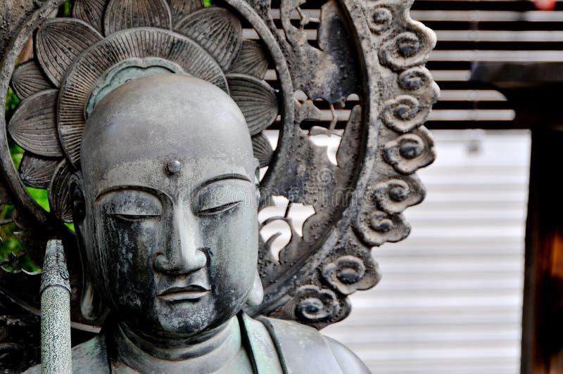 Nahes hohes Bild der Statue Jizo Bosatsu am Senso-jitempel in Tokyo, Japan lizenzfreie stockfotos