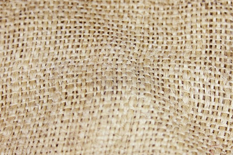 Nahes hohes Bild des zerknitterten alten Leinwandhintergrundes Verpackungsfrage des ökologischen, natürlichen Gewebes, rustikaler lizenzfreies stockfoto