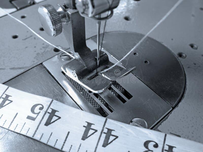 Nahes hohes der Nähmaschine lizenzfreie stockfotos