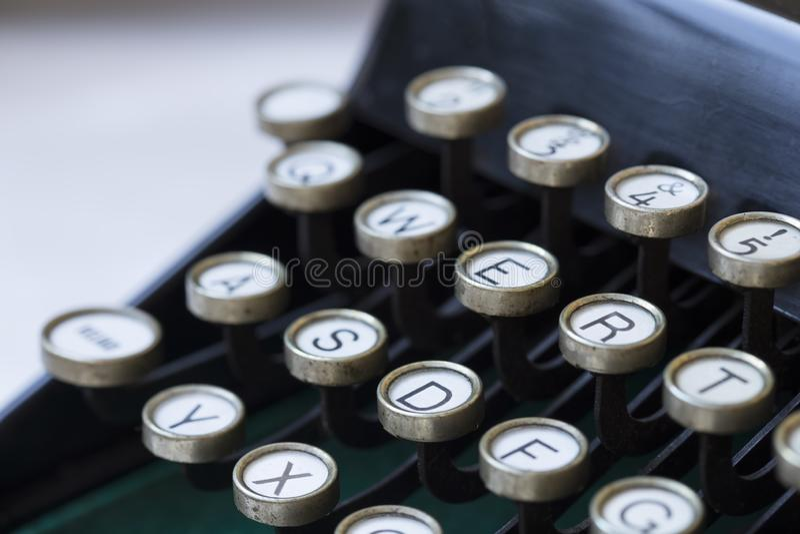 Nahes hohes der Schreibmaschine stockbilder