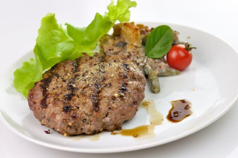 Nahes hohes des Hamburgers lizenzfreie stockfotografie