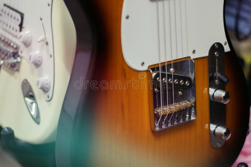 Nahes hohes Detail der E-Gitarre lizenzfreie stockfotos
