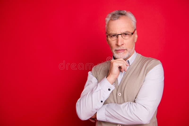 Nahes hohes Foto alterte offen ihn er seine alten Hauptfirmenalleineigentümer und geschäftsführer-Vertrauenspersonarmnotenkinn-Ab stockfoto