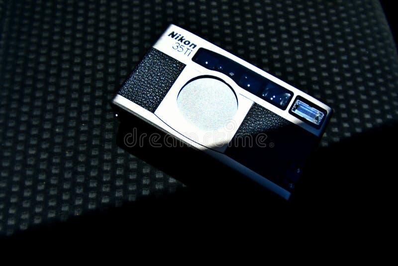 Nahes hohes Foto des Nikon 35Ti, Retro- KAMERA lizenzfreie stockfotografie