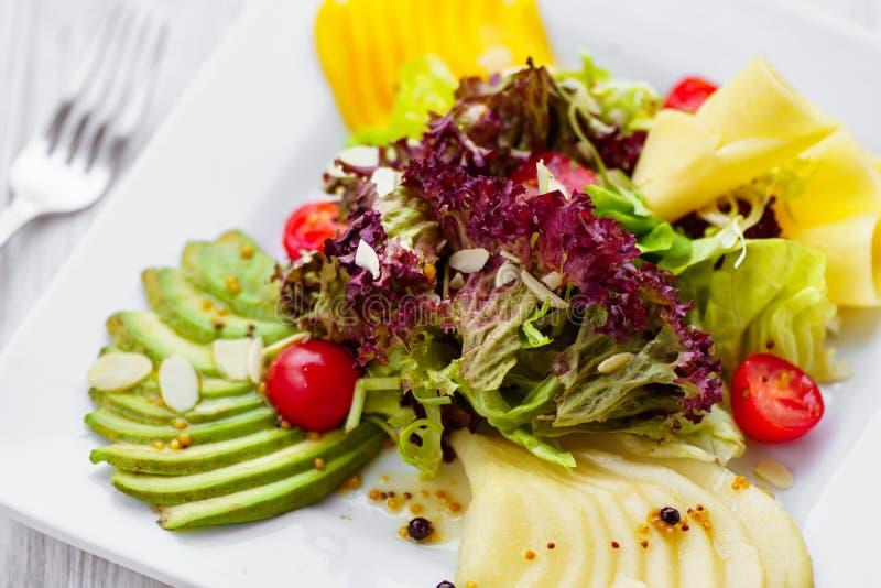 Nahrhafter geschmackvoller Salat, Restaurantumhüllung lizenzfreie stockfotografie