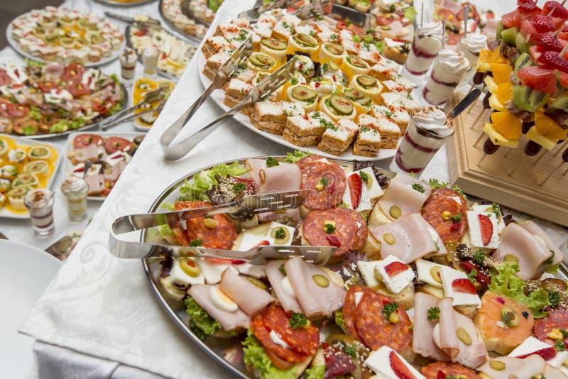 Nahrung auf dem Tisch stockfoto