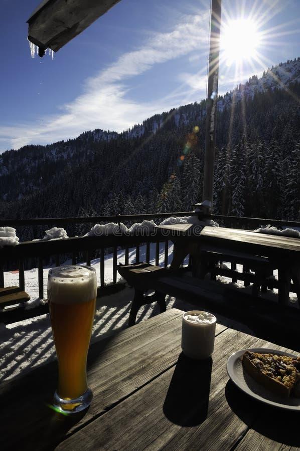 Nahrung auf Patio am Skiort stockfotografie
