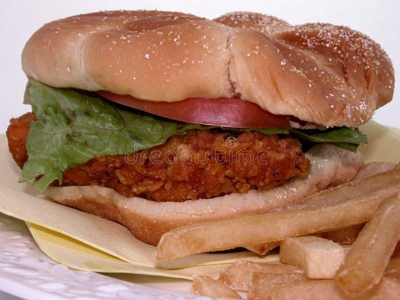 Nahrung: Gebratenes Belegtes Brot Mit Hühnerfleisch U. Fischrogen Stockfoto