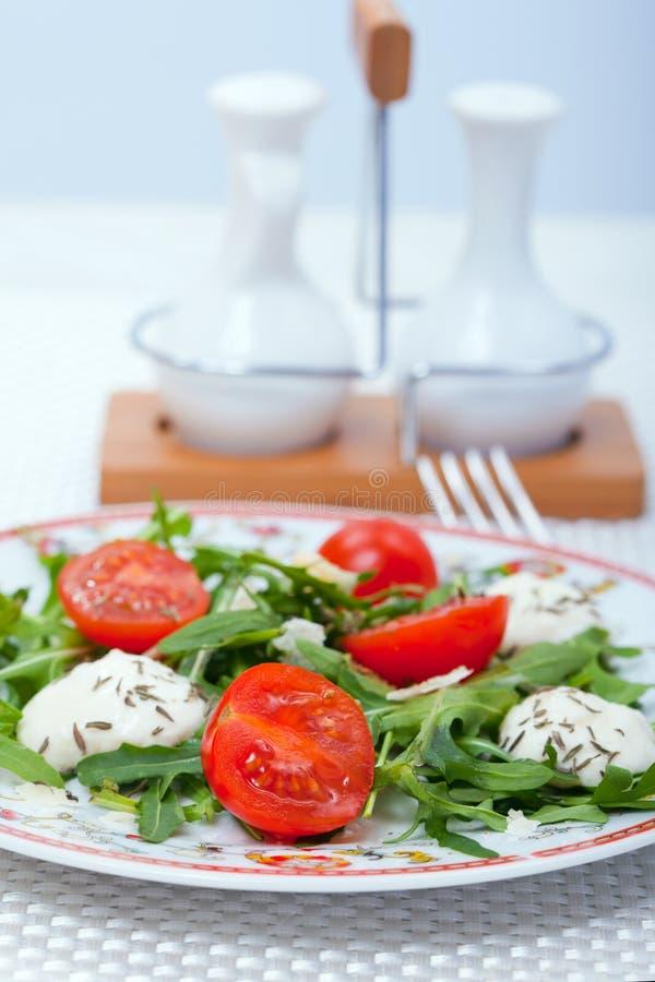Nahrung - italienischer Salat lizenzfreie stockbilder
