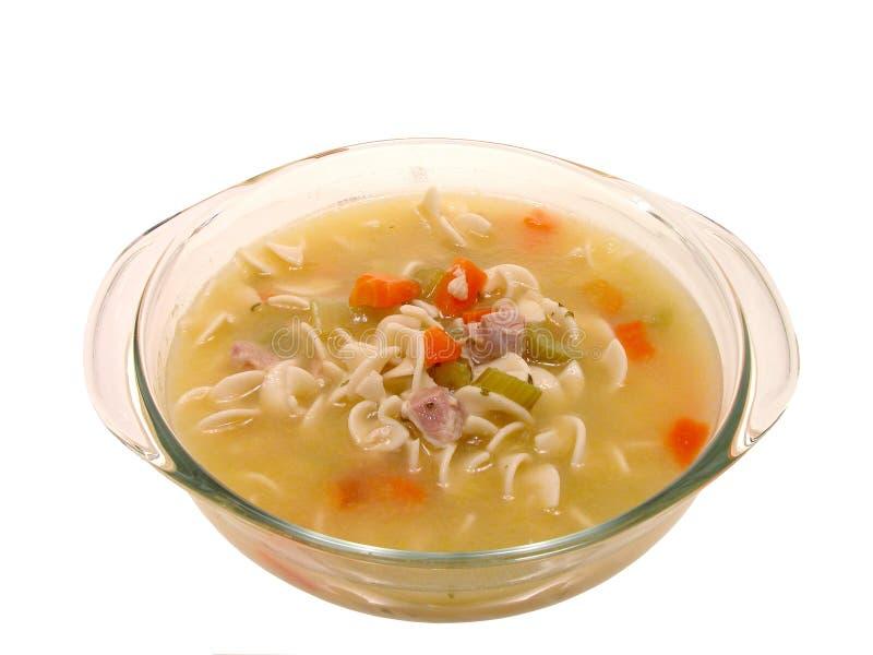 Nahrung: Klumpige Huhn-Nudelsuppe im kochenden Glasteller stockfotos