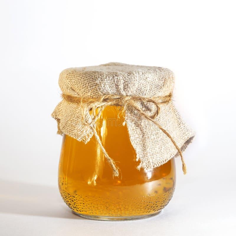 Nahrung und Getr?nke Tragen natürlicher Saft auf einem weißen Hintergrund Früchte Ein gesundes eingemachtes selbst gemachtes Birn stockbild