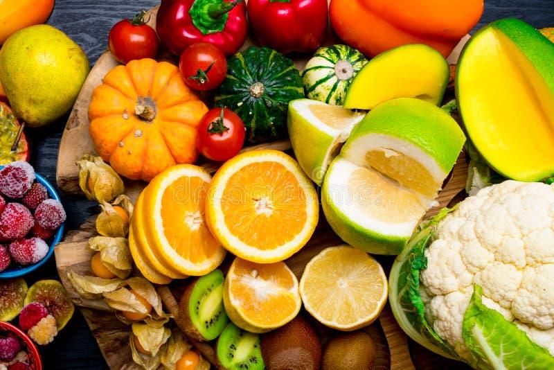 Nahrungsmittel hoch in Vitamin- Chintergrund gesunder Ernährung stockbilder