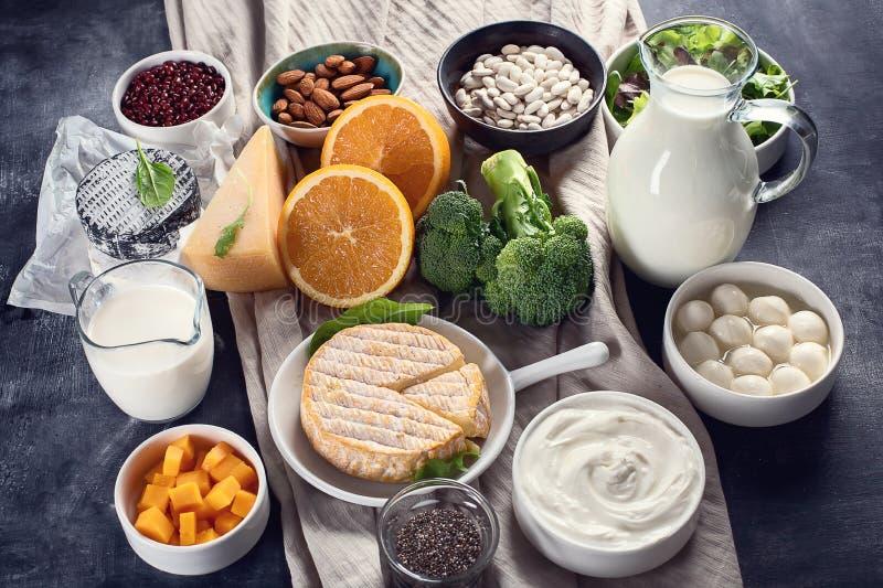 Nahrungsmittel reich im Kalzium lizenzfreie stockfotos
