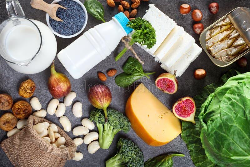 Nahrungsmittel reich im Kalzium lizenzfreie stockbilder
