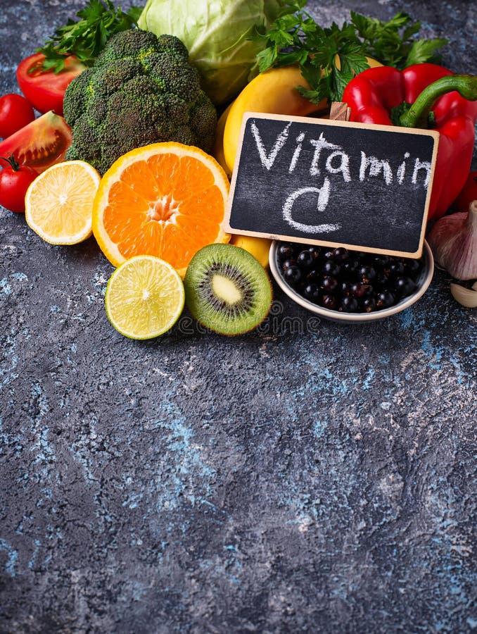 Nahrungsmittel reich im Vitamin C Gesundes Essen stockbild
