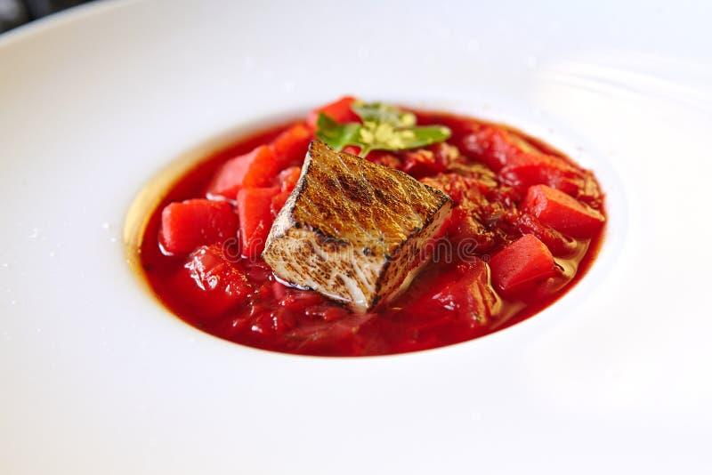 Nahrungsmittelfleischzartheitstellergemüseteigwarengemüsenachtisch-Getränkcocktail lizenzfreie stockbilder