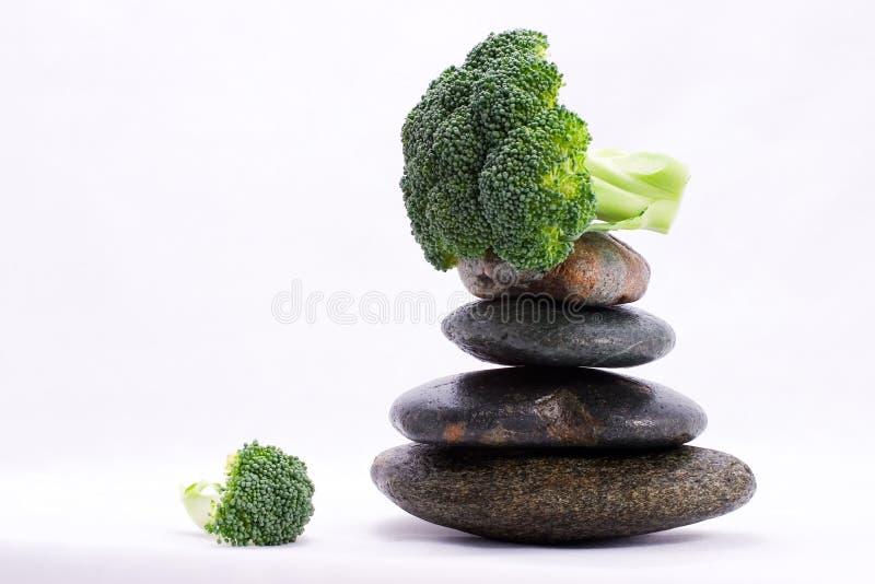Nahrungsmittelpyramide - Brokkolikrone lizenzfreies stockbild