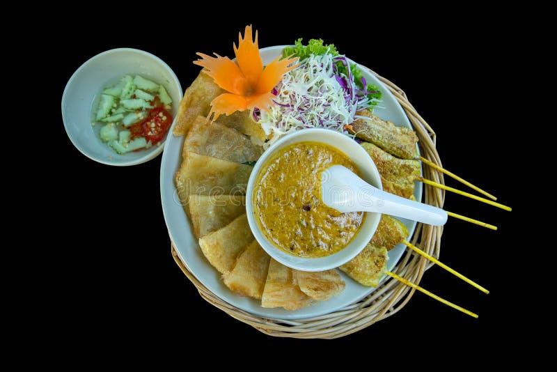 Nahrungsmittelszene des gebratenen Schweinefleisch oder des Schweinefleischgrills mit Roti-Teigblatt, thailändisches Artanruf Sch lizenzfreie stockbilder
