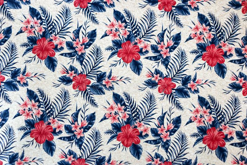 Nahtloses Blumenmuster auf Tapete stockfotografie