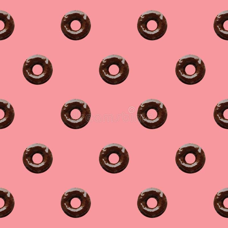 Nahtloses Muster von Schokoladen-Schaumgummiringen auf Pastellrosa-Hintergrund stockbilder