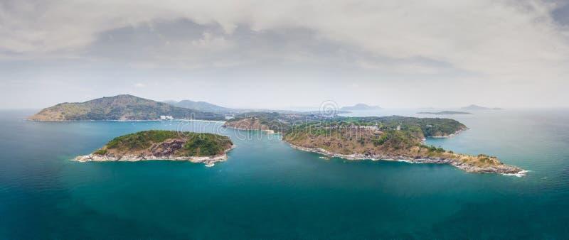Nai Harn Beach Naiharn Beach Phuket, Promthep Cape Phuket, Rawai Beach Phuket com belos azuis e Verdes oceanos ilhas foto de stock