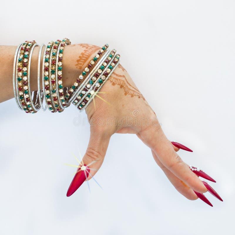 Download Nails Dekorerade Med Briljant Och Handen Med Hennatatueringar Fotografering för Bildbyråer - Bild av cirkel, könsbestämma: 106830139