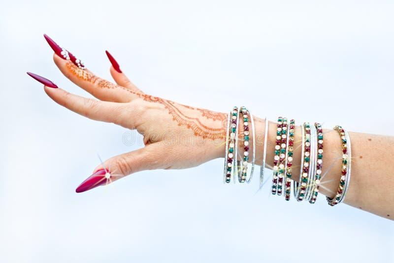 Download Nails Dekorerade Med Briljant Och Handen Med Hennatatueringar Fotografering för Bildbyråer - Bild av ethnic, gör: 106830261