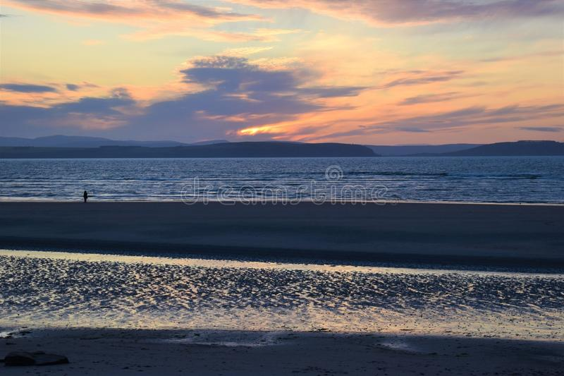 Nairn, σκωτσέζικες ορεινές περιοχές, δυτική παραλία στο ηλιοβασίλεμα στοκ εικόνες