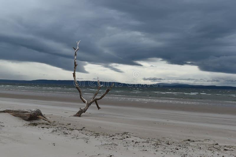 Nairn, montañas escocesas, playa del este en la puesta del sol fotos de archivo libres de regalías
