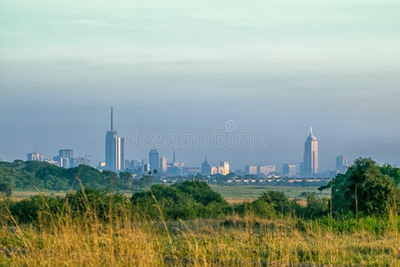 Nairobi horisont som tas från den angränsande nationalparken, Kenya arkivbilder