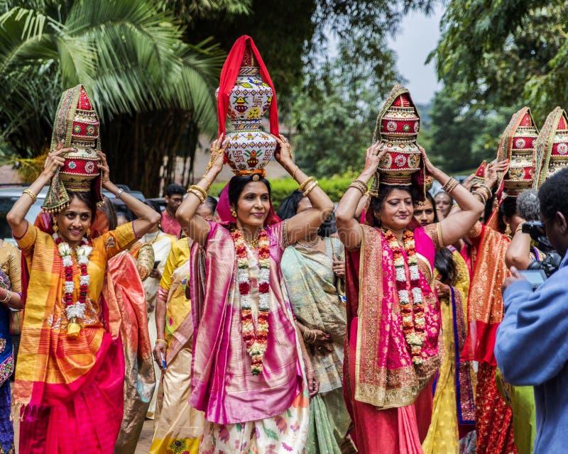 Nairobi, Kenia 14. August 2017: Traditioneller Inder, der vor Ritual - Jaggo-Zeremonie heiratet lizenzfreie stockfotos