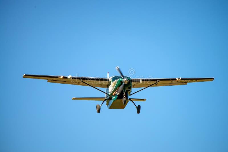 NAIROBI, KENIA - JANUARI 2, 2015: Cessnavliegtuig in lucht stock foto's