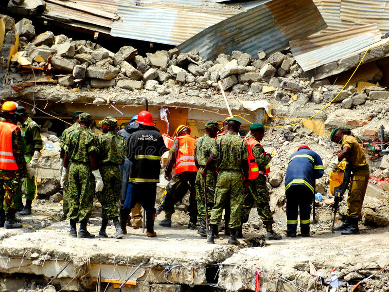 Nairobi-Kenya kollapsat byggande royaltyfria bilder