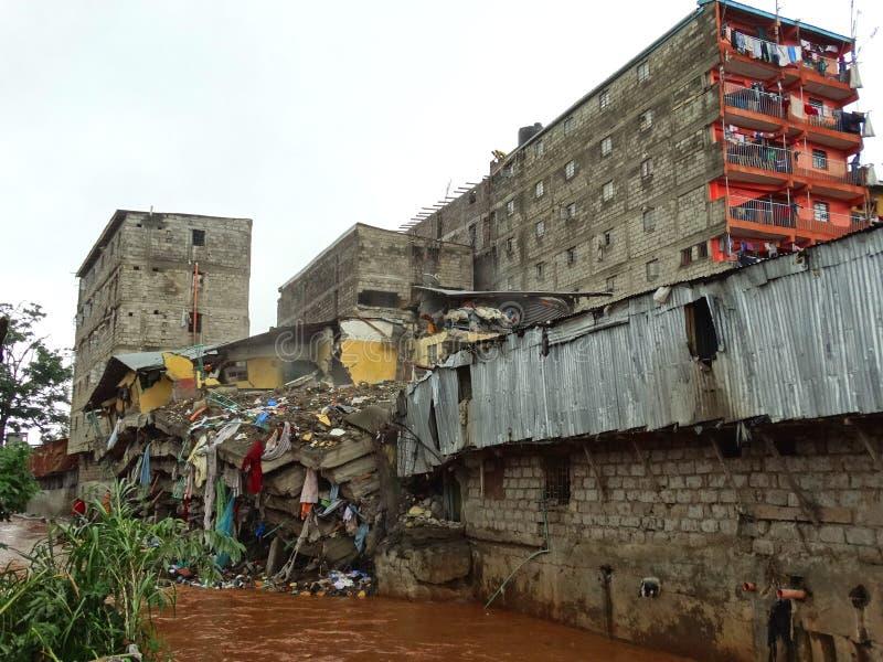 Nairobi-Kenya kollapsat byggande arkivbilder