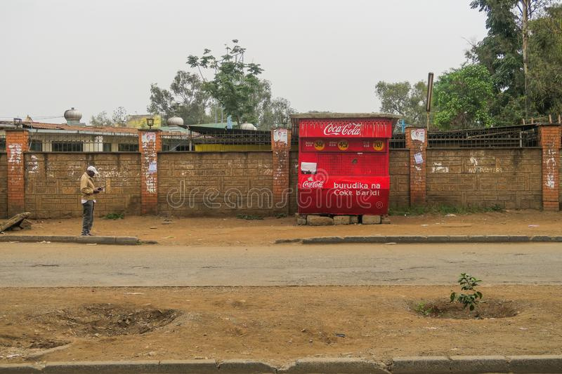 Nairobi Kenya - 5 septembre 2017 : Support de coca-cola sur un RO poussiéreux photo libre de droits