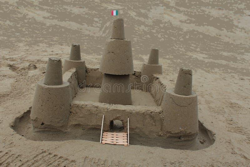 Najlepszy handmade kasztel z piaskiem od morza obraz stock