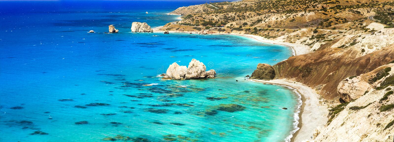 Najlepszy pla?e Cypr - Petra tou Romiou, s?awne jako miejsce narodzin Aphrodite zdjęcie stock