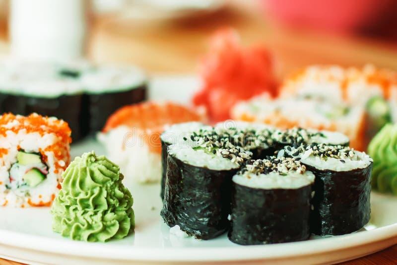 Najlepszy suszi rolki, Japońska kuchnia Różny wyśmienicie rodzaj fotografia royalty free
